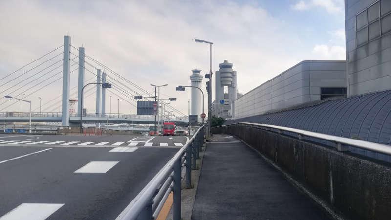 羽田空港・西貨物ターミナル前歩道2