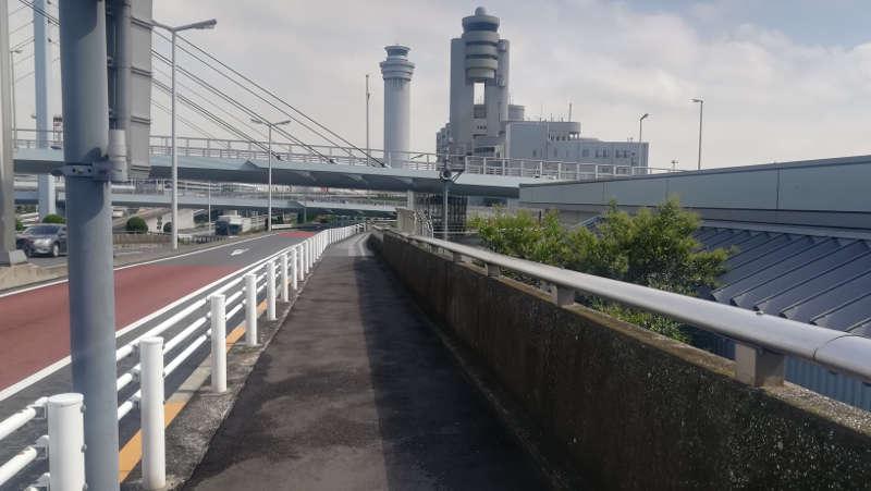 羽田空港・西貨物ターミナル前歩道3