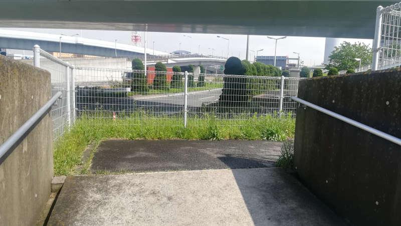 羽田空港・西貨物ターミナル前、地下道出口