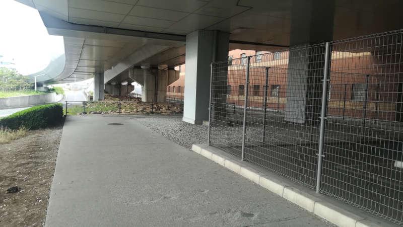 羽田空港 第2旅客ターミナル北サービスヤード前