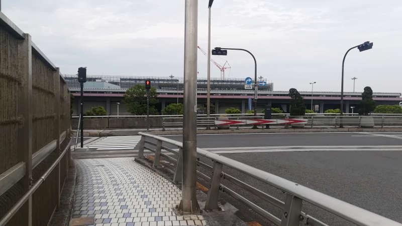 羽田空港東貨物ターミナル前・信号横断歩道